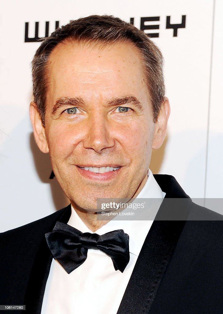 Artist <a gi-track='captionPersonalityLinkClicked' href=/galleries/search?phrase=Jeff+Koons&family=editorial&specificpeople=220233 ng-click='$event.stopPropagation()'>Jeff Koons</a> attends the 2010 Whitney Gala and Studio Party at The Whitney Museum of American Art on October 26, 2010 in New York City.