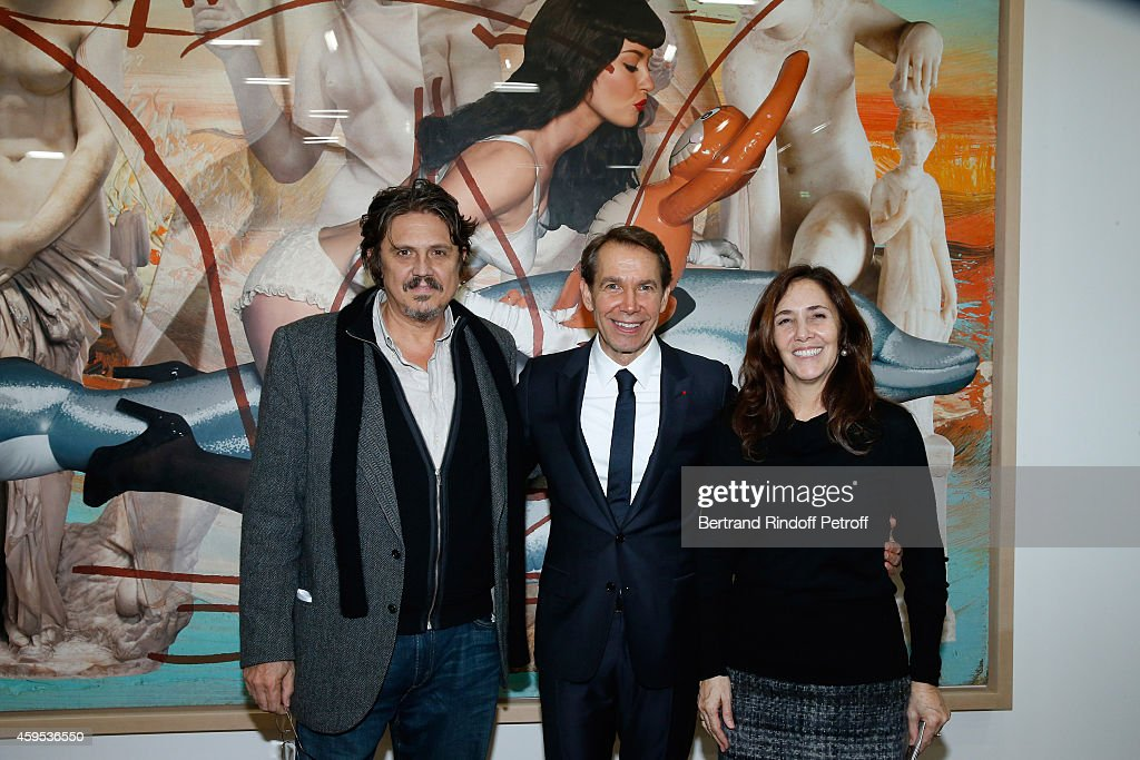 Artist <a gi-track='captionPersonalityLinkClicked' href=/galleries/search?phrase=Jeff+Koons&family=editorial&specificpeople=220233 ng-click='$event.stopPropagation()'>Jeff Koons</a> standing between daughter of President of Cuba Raul Castro, Niece of Fidel Castro and activist for gay rights in Cuba, <a gi-track='captionPersonalityLinkClicked' href=/galleries/search?phrase=Mariela+Castro&family=editorial&specificpeople=4348590 ng-click='$event.stopPropagation()'>Mariela Castro</a> and her husband Paolo Titolo attend the '<a gi-track='captionPersonalityLinkClicked' href=/galleries/search?phrase=Jeff+Koons&family=editorial&specificpeople=220233 ng-click='$event.stopPropagation()'>Jeff Koons</a>' Retrospective Exhibition : Opening Evening at Beaubourg on November 24, 2014 in Paris, France.