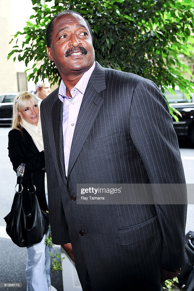 Artist manager <a gi-track='captionPersonalityLinkClicked' href=/galleries/search?phrase=Matthew+Knowles&family=editorial&specificpeople=753262 ng-click='$event.stopPropagation()'>Matthew Knowles</a> enters the Pierre Hotel on October 02, 2009 in New York City.