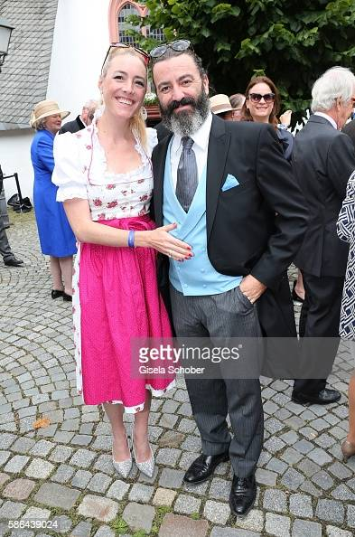 artist-mauro-bergonzoli-and-his-partner-franziska-fuggerbabenhausen-picture-id586439024