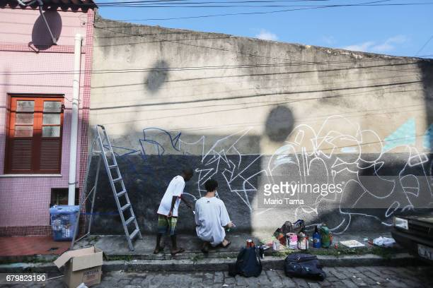 Artist Pedro Semnome prepares to paint graffiti in the Providencia ÔfavelaÕ community the oldest favela in Rio as part of the ÔProvidencia GalleryÕ...