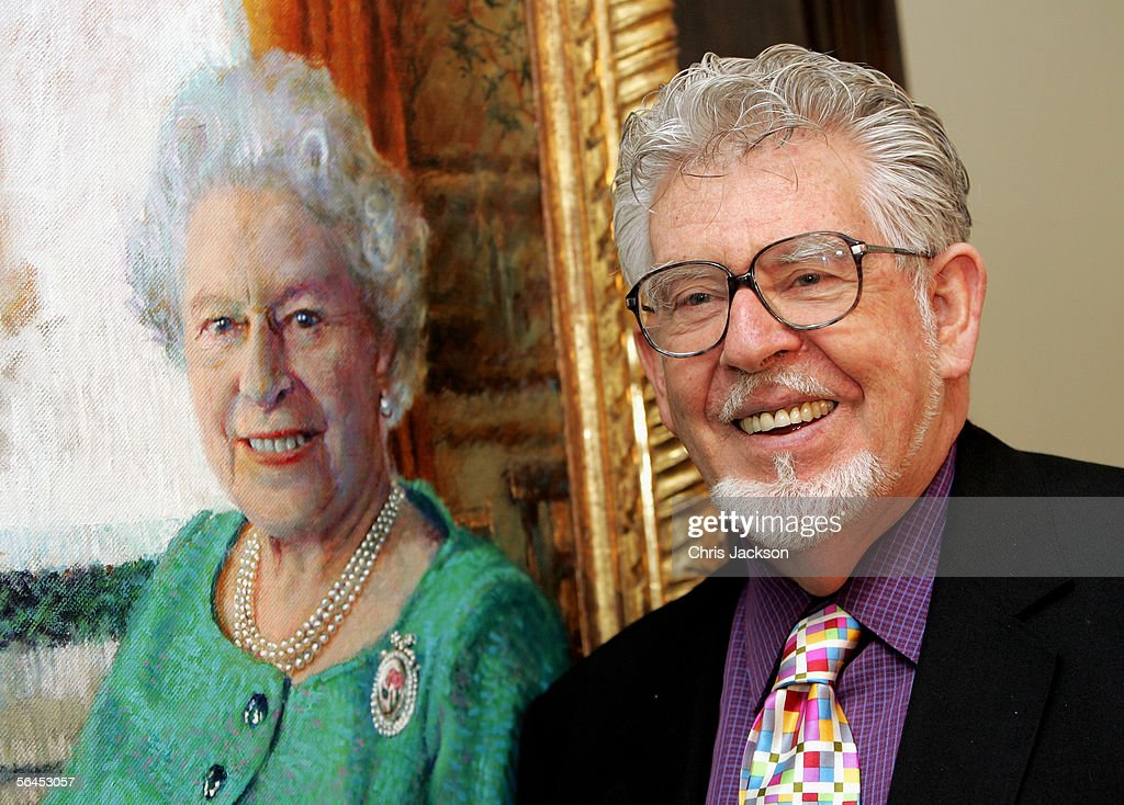 Artist Rolf Harris officially unveils his oil portrait of Queen Elizabeth II at The Queen's Gallery in Buckingham Palace on December 19 2005 in...