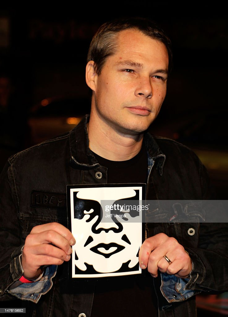 Artist <a gi-track='captionPersonalityLinkClicked' href=/galleries/search?phrase=Shepard+Fairey&family=editorial&specificpeople=2155817 ng-click='$event.stopPropagation()'>Shepard Fairey</a> arrives at <a gi-track='captionPersonalityLinkClicked' href=/galleries/search?phrase=Banksy&family=editorial&specificpeople=157604 ng-click='$event.stopPropagation()'>Banksy</a>'s 'Exit Through The Gift Shop' premiere at Los Angeles Theatre on April 12, 2010 in Los Angeles, California.