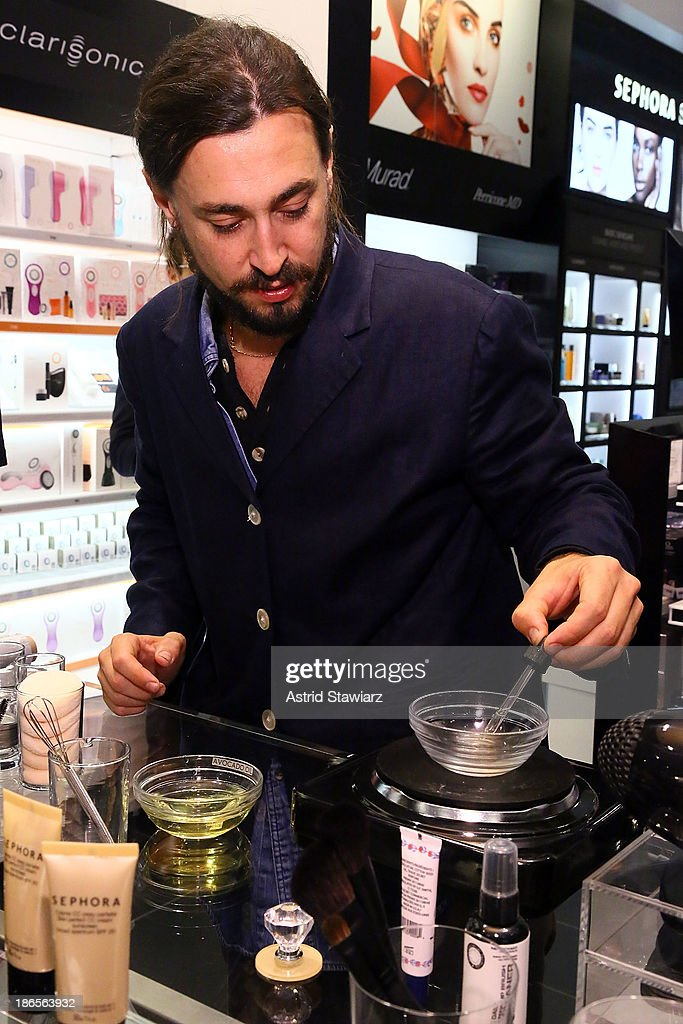 Artist Will Lemon demonstrates how to create makeup using Sephora products and natural ingredients during Sephora Brooklyn Grand Opening on November 1, 2013 in New York City.
