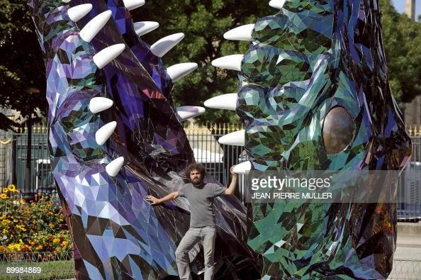 39 un sculpteur bordelais expose ses crocs dans les jardins de la mairie 39 l 39 artiste plasticien. Black Bedroom Furniture Sets. Home Design Ideas