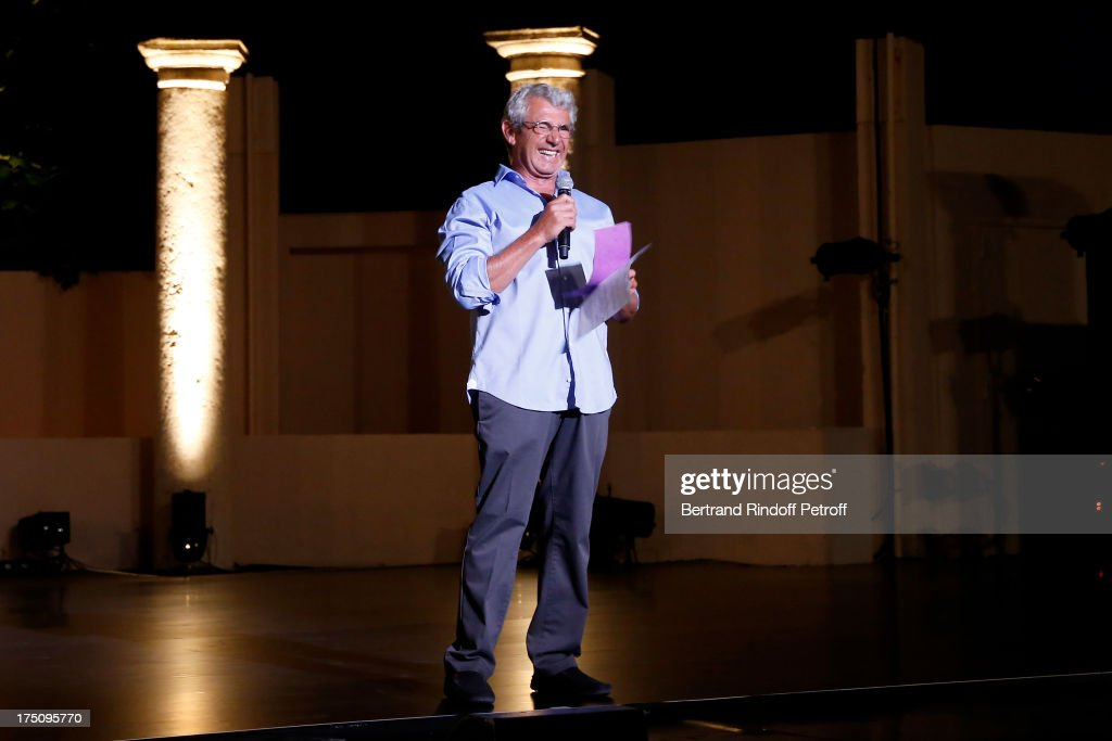 Artistic Director of the Festival, <a gi-track='captionPersonalityLinkClicked' href=/galleries/search?phrase=Michel+Boujenah&family=editorial&specificpeople=1027167 ng-click='$event.stopPropagation()'>Michel Boujenah</a> speaking before 'Stars under Stars' at 29th Ramatuelle Festival on July 31, 2013 in Ramatuelle, France.