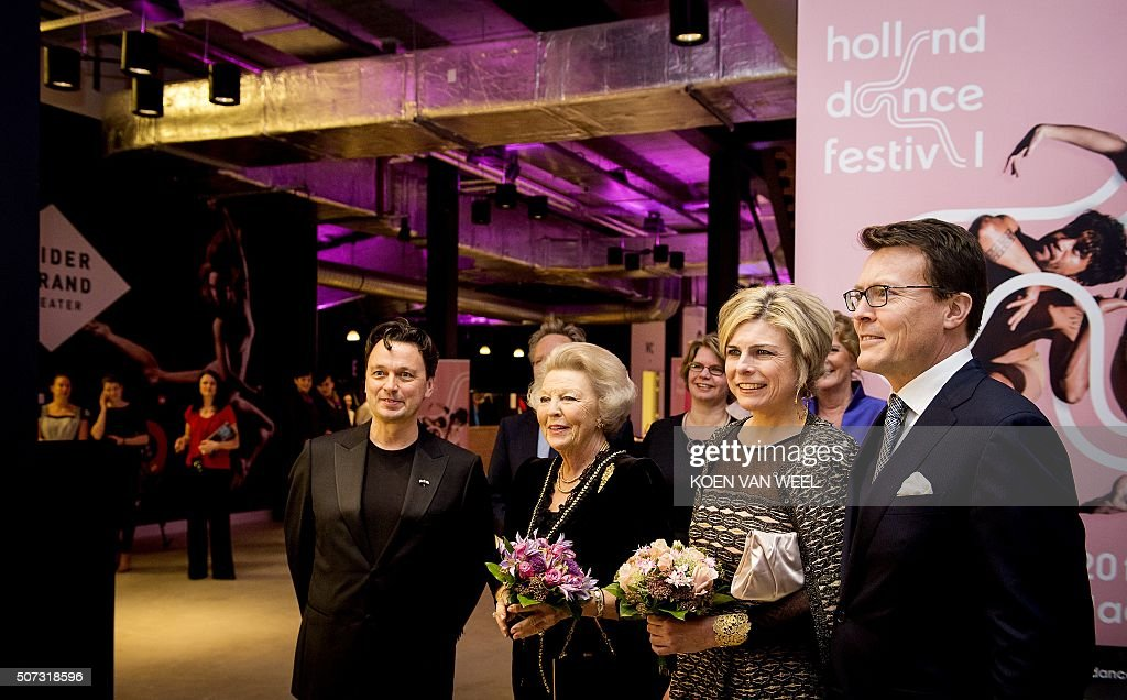 Artistic Director Samuel Wuersten, Princess Beatrix, Princess Laurentien and her husband Prince Constantijn pose for a photograph during the openings gala of the 15th edition of the Holland Dance Festival, in The Hague, January 28, 2016. / AFP / ANP / Koen van Weel / Netherlands OUT