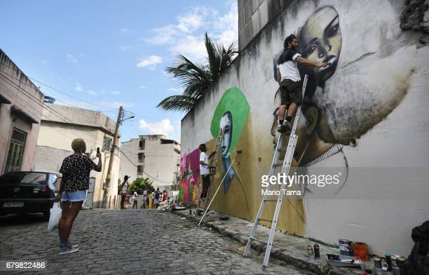 Artists paint graffiti in the Providencia ÔfavelaÕ community the oldest favela in Rio as part of the ÔProvidencia GalleryÕ project on May 6 2017 in...