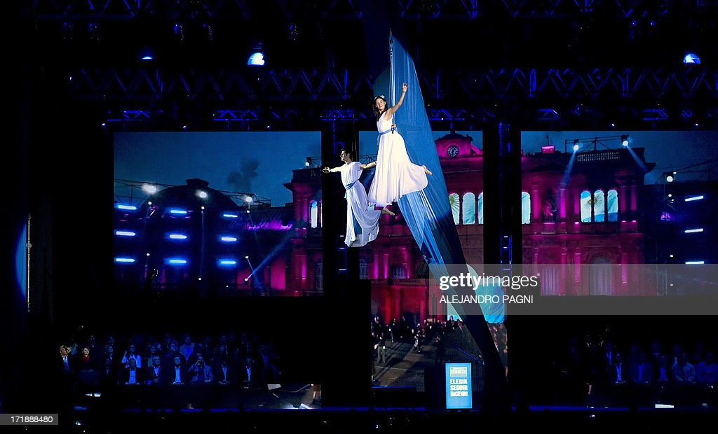 Artists perform during the presentation of the ruling Frente para la Victoria (FPV) party candidates for the Congress, in Buenos Aires on June 29, 2013. Argentina will hold primary --obligatory-- elections next August 11. AFP PHOTO / Alejandro PAGNI