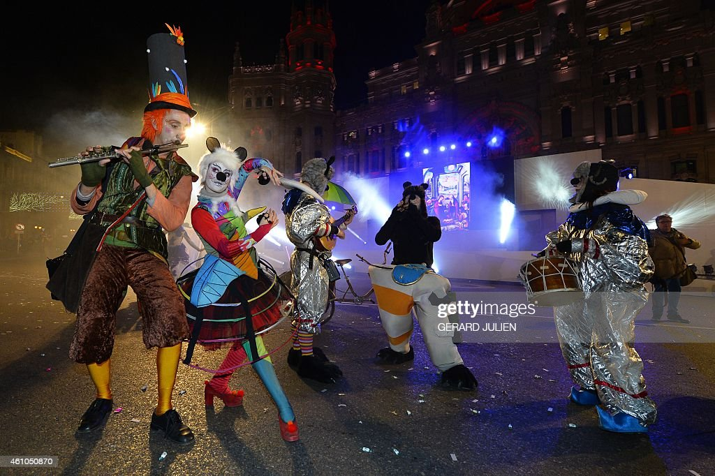 Artists perform during the Three Kings parade in Madrid on January 5, 2015. Every year on January 5, children and parents can see horses, oxen or other animals and floats carrying children and adults in nice costumes parading in Madrid's avenue with fireworks closing the celebrations.