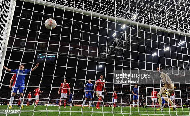 Artur of Benfica looks on as Branislav Ivanovic of Chelsea scores the winning goal during the UEFA Europa League Final between SL Benfica and Chelsea...