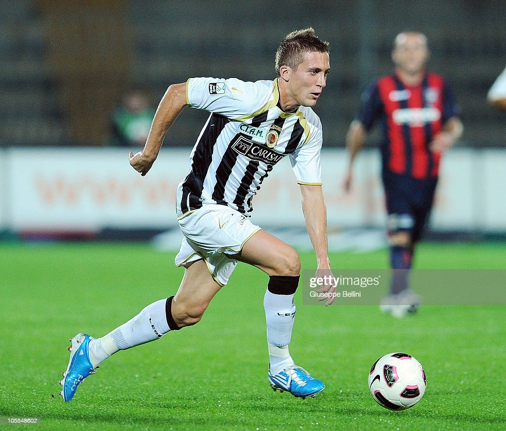 <a gi-track='captionPersonalityLinkClicked' href=/galleries/search?phrase=Arturo+Lupoli&family=editorial&specificpeople=2142398 ng-click='$event.stopPropagation()'>Arturo Lupoli</a> of Ascoli in action during the Serie B match between Ascoli Calcio and FC Crotone at Stadio Cino e Lillo Del Duca on October 13, 2010 in Ascoli Piceno, Italy.