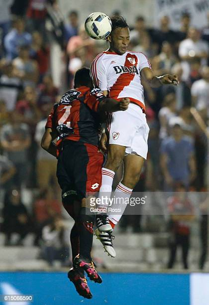 Arturo Mina of River Plate fights for the ball with Walter Andrade of Patronato during a match between Patronato and River Plate as part of Torneo...