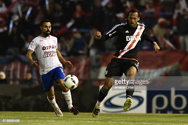 Arturo Mina of River Plate kicks the ball during a match between River Plate and Union Santa Fe as part of Copa Argentina 2016 at Jose Maria Minella...