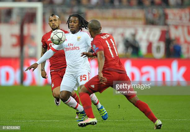 Arturo Vidal and Douglas Costa of Bayern Muenchen challenge Renato Sanches of Benfica during the UEFA Champions League Quarter Final first leg match...