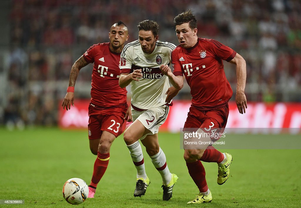 <a gi-track='captionPersonalityLinkClicked' href=/galleries/search?phrase=Arturo+Vidal&family=editorial&specificpeople=2223374 ng-click='$event.stopPropagation()'>Arturo Vidal</a> and Pierre-Emile Hojbjerg of FC Bayern Muenchen chase <a gi-track='captionPersonalityLinkClicked' href=/galleries/search?phrase=Mattia+De+Sciglio&family=editorial&specificpeople=8709670 ng-click='$event.stopPropagation()'>Mattia De Sciglio</a> of AC Milan during the Audi Cup 2015 match between FC Bayern Muenchen and AC Milan at Allianz Arena on August 4, 2015 in Munich, Germany.