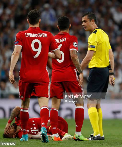 Arturo Vidal Lewandowski Thago of Bayern Muenchen and Kassai looks on during the UEFA Champions League Quarter Final second leg match between Real...