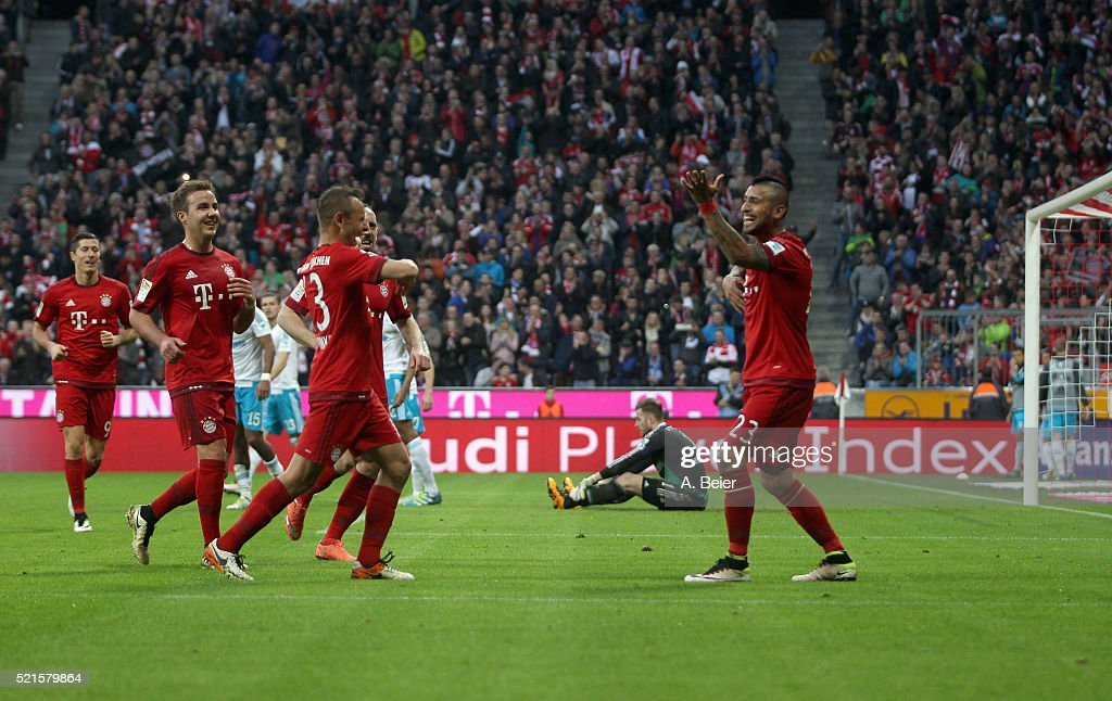 Arturo Vidal (R) of Bayern Muenchen celebrates his goal with teammates and goalkeeper Ralf Faehrmann (2ndR) of Schalke reacts during the Bundesliga match between FC Bayern Muenchen and FC Schalke 04 at Allianz Arena on April 16, 2016 in Munich, Germany.