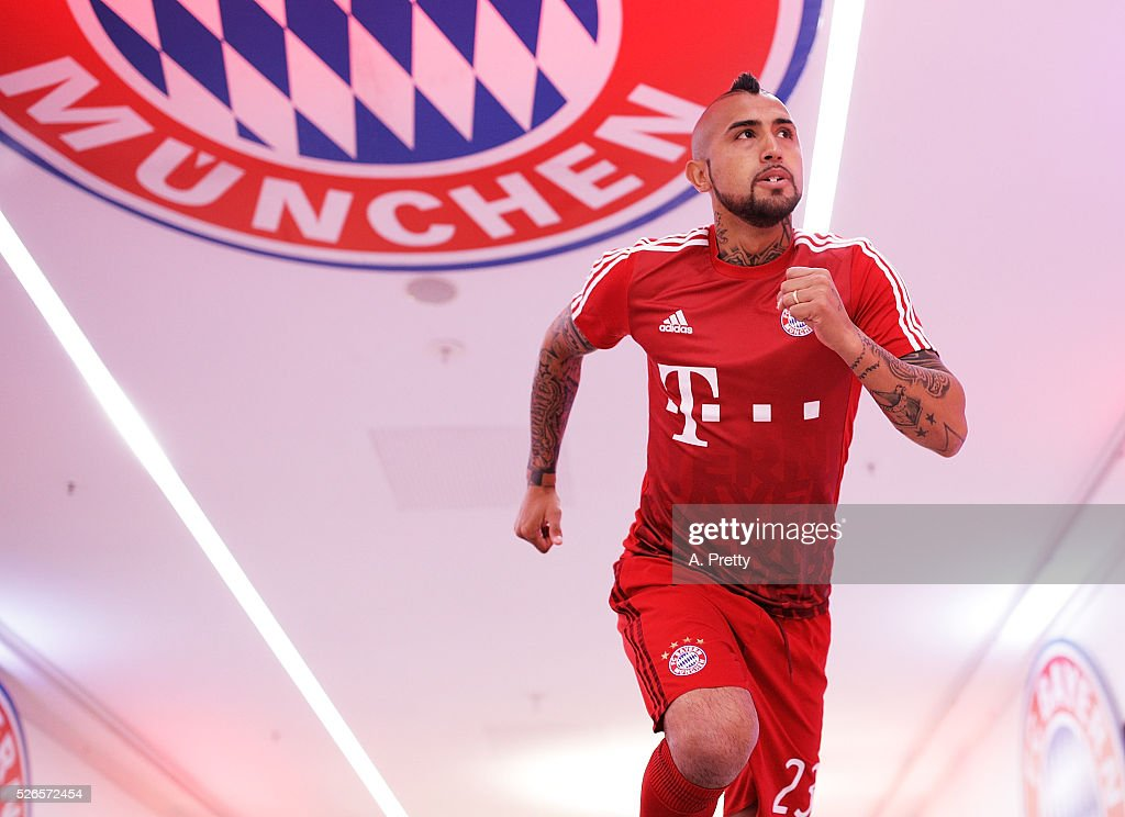 Arturo Vidal of Bayern Munich arrives for the Bundesliga match between FC Bayern Muenchen and Borussia Moenchengladbach on April 30, 2016 in Munich, Bavaria.