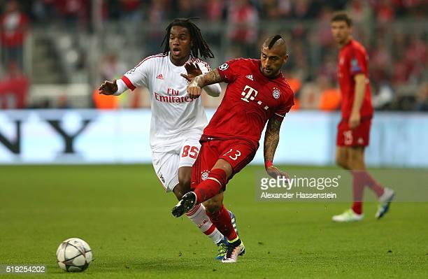 Arturo Vidal of Bayern Munich beats Renato Sanches of Benfica to the ball during the UEFA Champions League quarter final first leg match between FC...
