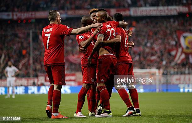 Arturo Vidal of Bayern Munich celebrates with team mates as he scores their first goal during the UEFA Champions League quarter final first leg match...