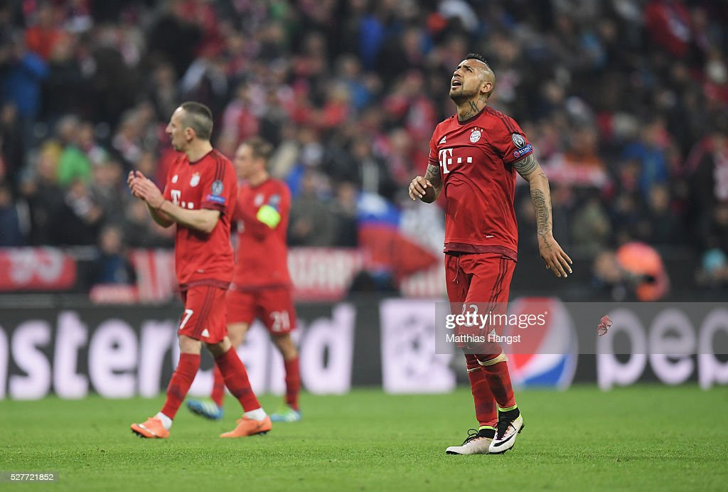 Arturo Vidal of Bayern Munich (23) looks dejected with team mates after the UEFA Champions League semi final second leg match between FC Bayern Muenchen and Club Atletico de Madrid at Allianz Arena on May 3, 2016 in Munich, Germany. Bayern Munich won the match 2-1, but Atletico Madrid reached the final on the away goals rule.