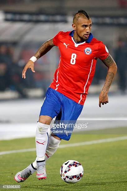 Arturo Vidal of Chile drives the ball during the 2015 Copa America Chile quarter final match between Chile and Uruguay at Nacional Stadium on June 24...