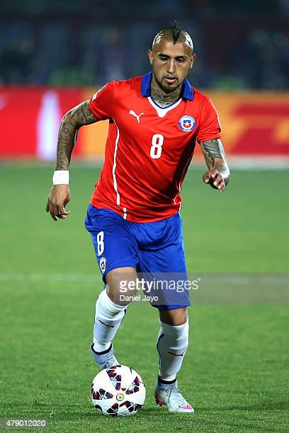 Arturo Vidal of Chile drives the ball during the 2015 Copa America Chile Semi Final match between Chile and Peru at Nacional Stadium on June 29 2015...