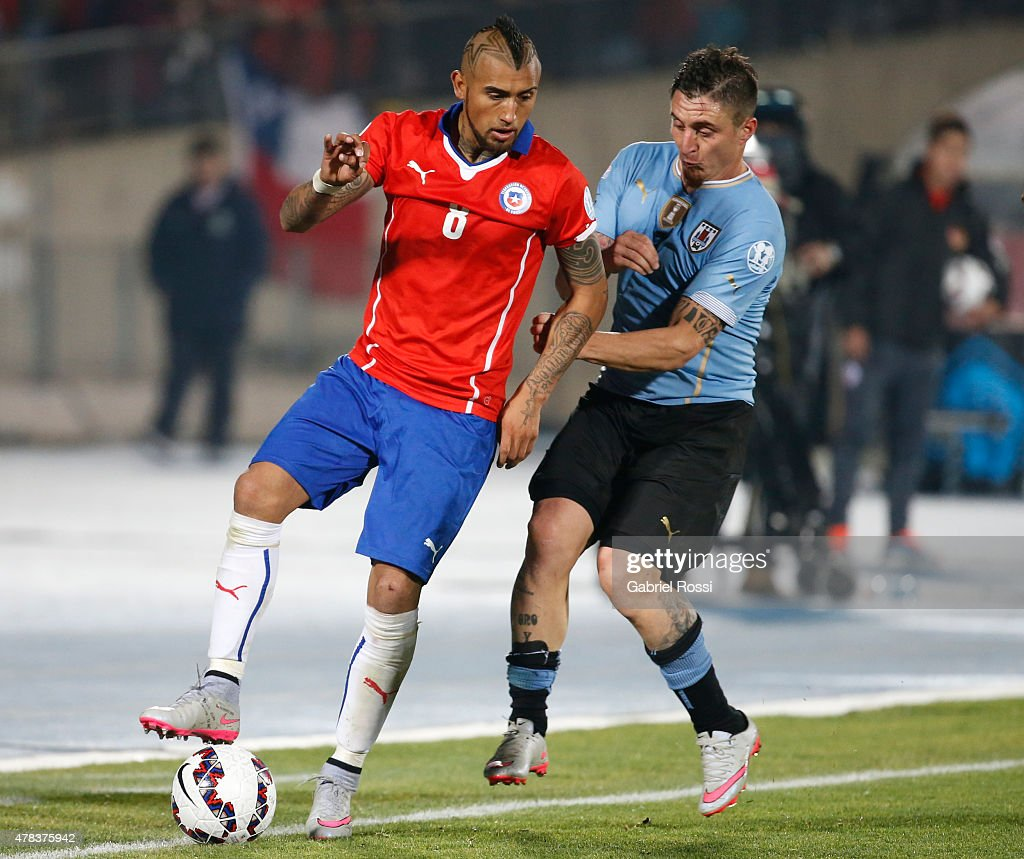 <a gi-track='captionPersonalityLinkClicked' href=/galleries/search?phrase=Arturo+Vidal&family=editorial&specificpeople=2223374 ng-click='$event.stopPropagation()'>Arturo Vidal</a> of Chile fights for the ball with Cristian Rodriguez of Uruguay during the 2015 Copa America Chile quarter final match between Chile and Uruguay at Nacional Stadium on June 24, 2015 in Santiago, Chile.