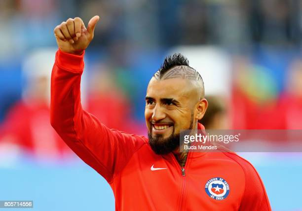 Arturo Vidal of Chile shows appreciation to the fans prior to the FIFA Confederations Cup Russia 2017 Final between Chile and Germany at Saint...