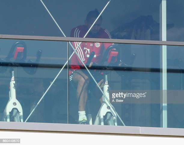 Arturo Vidal of FC Bayern Muenchen practices during a training session at the Saebener Strasse training ground on October 12 2017 in Munich Germany