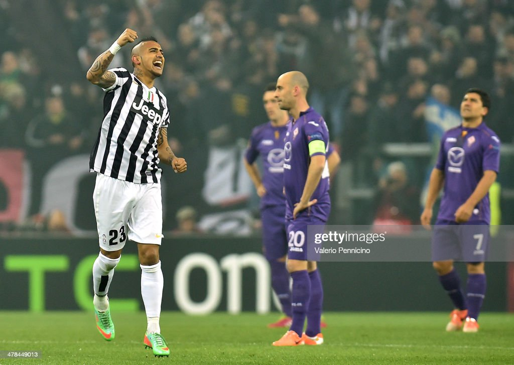 <a gi-track='captionPersonalityLinkClicked' href=/galleries/search?phrase=Arturo+Vidal&family=editorial&specificpeople=2223374 ng-click='$event.stopPropagation()'>Arturo Vidal</a> (L) of Juventus celebrates after scoring the opening goal during the UEFA Europa League Round of 16 match between Juventus and ACF Fiorentina at Juventus Arena on March 13, 2014 in Turin, Italy.