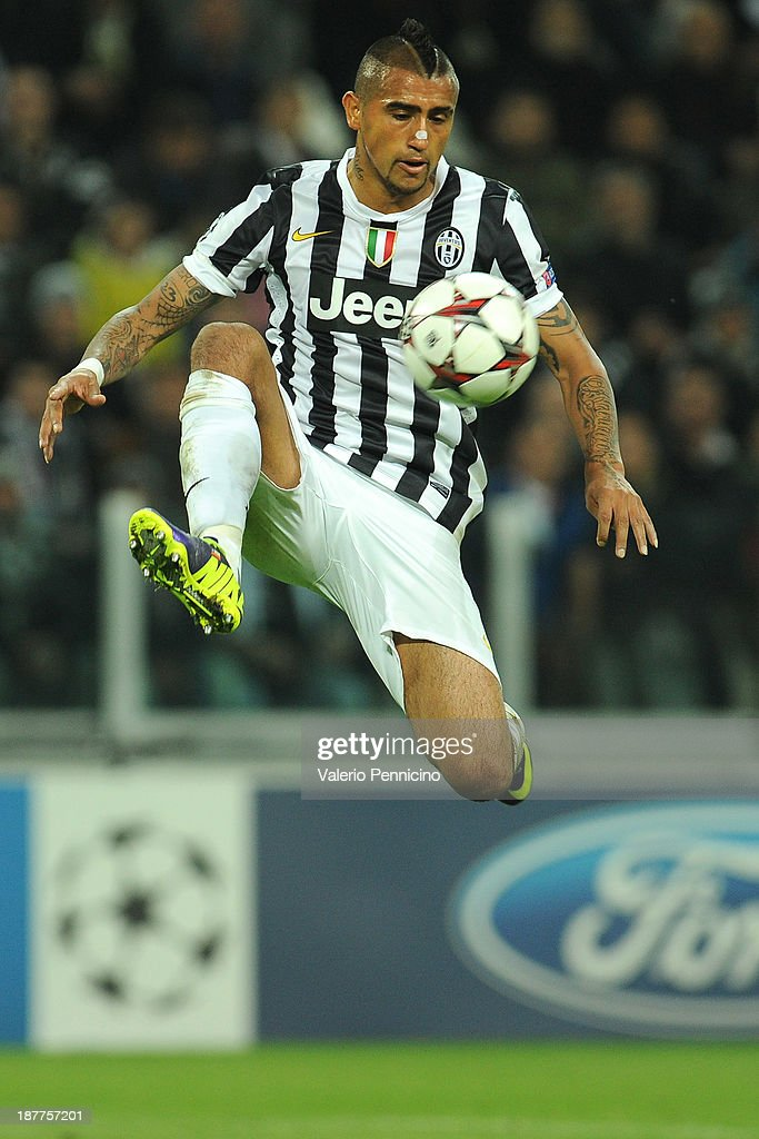 <a gi-track='captionPersonalityLinkClicked' href=/galleries/search?phrase=Arturo+Vidal&family=editorial&specificpeople=2223374 ng-click='$event.stopPropagation()'>Arturo Vidal</a> of Juventus controls the ball during the UEFA Champions League Group B match between Juventus and Real Madrid at Juventus Arena on November 5, 2013 in Turin, Italy.