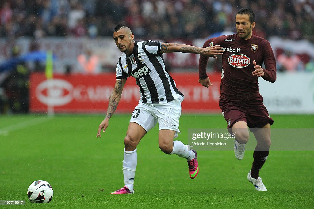 <a gi-track='captionPersonalityLinkClicked' href=/galleries/search?phrase=Arturo+Vidal&family=editorial&specificpeople=2223374 ng-click='$event.stopPropagation()'>Arturo Vidal</a> (L) of Juventus in action against Valerio Di Cesare of Torino FC during the Serie A match between Torino FC and Juventus at Stadio Olimpico di Torino on April 28, 2013 in Turin, Italy.