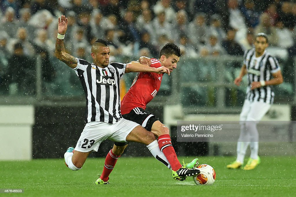 Arturo Vidal (L) of Juventus tackles Andre Gomes of SL Benfica during the UEFA Europa League semi final match between Juventus and SL Benfica at Juventus Arena on May 1, 2014 in Turin, Italy.