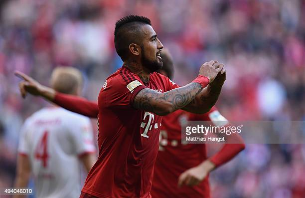 Arturo Vidal of Muenchen celebrates with his teammates after scoring his team's second goal during the Bundesliga match between FC Bayern Muenchen...