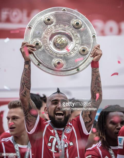 Arturo Vidal of Muenchen celebrates with the trophy after the Bundesliga match between Bayern Muenchen and SC Freiburg at Allianz Arena on May 20...