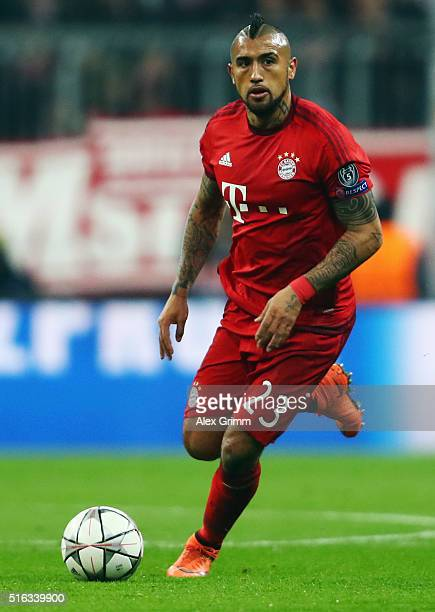 Arturo Vidal of Muenchen controles the ball during the UEFA Champions League Round of 16 Second Leg match between FC Bayern Muenchen and Juventus at...