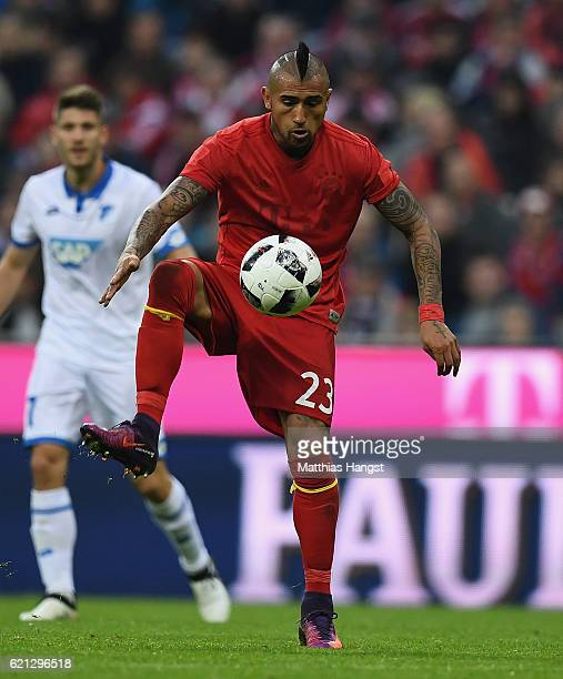 Arturo Vidal of Muenchen controls the ball during the Bundesliga match between Bayern Muenchen and TSG 1899 Hoffenheim at Allianz Arena on November 5...