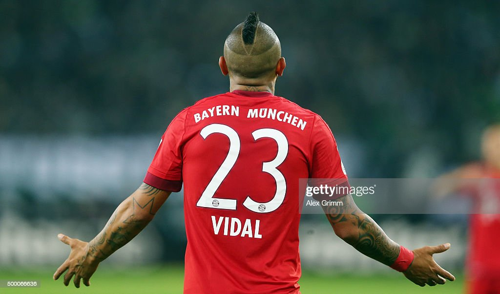 <a gi-track='captionPersonalityLinkClicked' href=/galleries/search?phrase=Arturo+Vidal&family=editorial&specificpeople=2223374 ng-click='$event.stopPropagation()'>Arturo Vidal</a> of Muenchen reacts during the Bundesliga match between Borussia Moenchengladbach and FC Bayern Muenchen at Borussia-Park on December 5, 2015 in Moenchengladbach, Germany.
