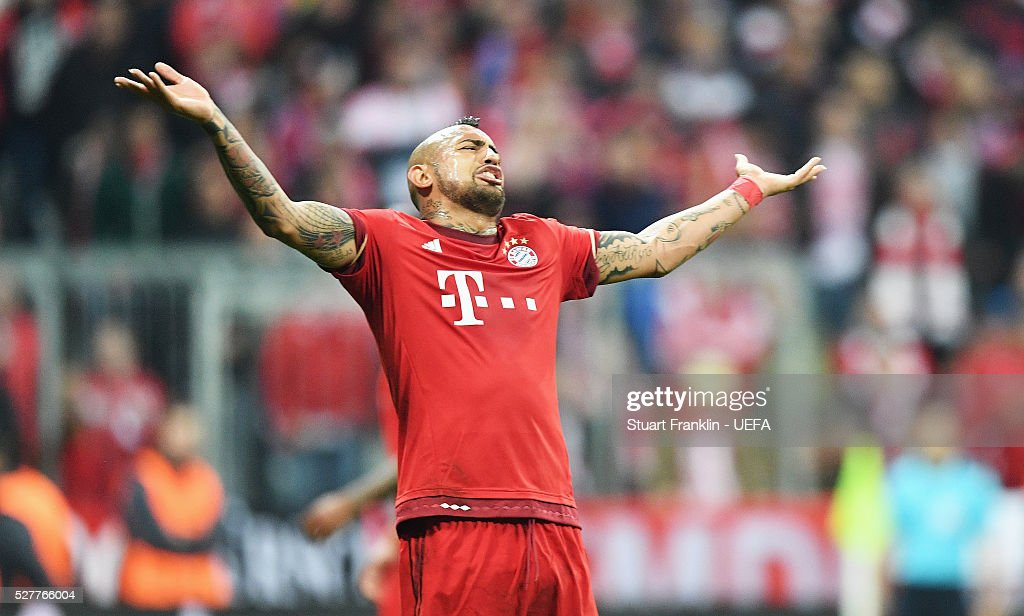 <a gi-track='captionPersonalityLinkClicked' href=/galleries/search?phrase=Arturo+Vidal&family=editorial&specificpeople=2223374 ng-click='$event.stopPropagation()'>Arturo Vidal</a> of Muenchen reacts during the UEFA Champions League Semi Final second leg match between FC Bayern Muenchen and Club Atletico de Madrid at the Allianz Arena on May 03, 2016 in Munich, Bavaria.