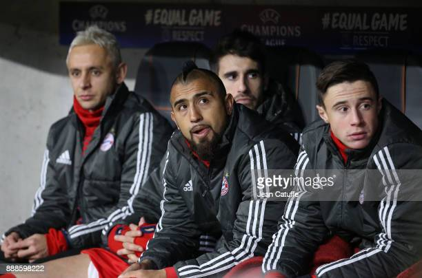 Arturo Vidal surrounded by Rafinha Javi Martinez Marco Friedl of Bayern Munich on the bench during the UEFA Champions League group B match between...