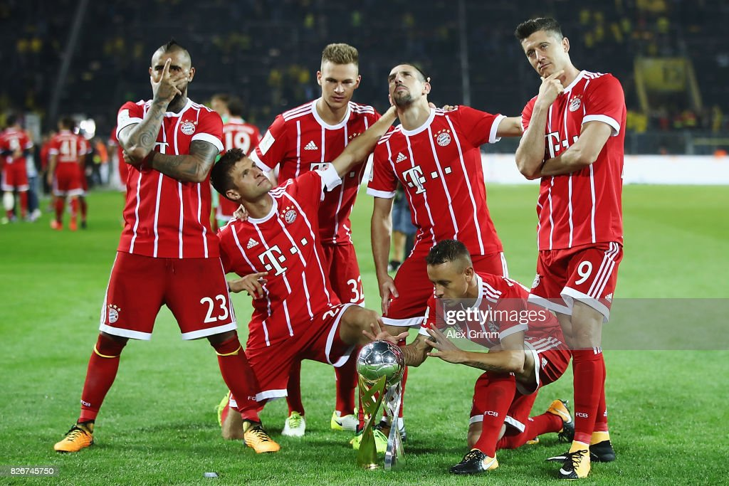 Arturo Vidal, Thomas Mueller, Joshua Kimmich, Franck Ribery, Rafinha and Robert Lewandowski (L-R) of Muenchen celebrate with the trophy after his team won the DFL Supercup 2017 match between Borussia Dortmund and Bayern Muenchen at Signal Iduna Park on August 5, 2017 in Dortmund, Germany.