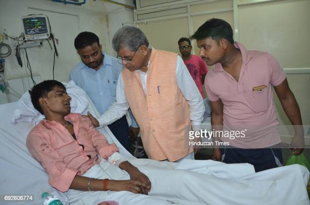 Arun Kumar meeting with critically injured passengers at a hospital on June 5 2017 in Bareilly India Twentytwo people have been reported dead and 19...