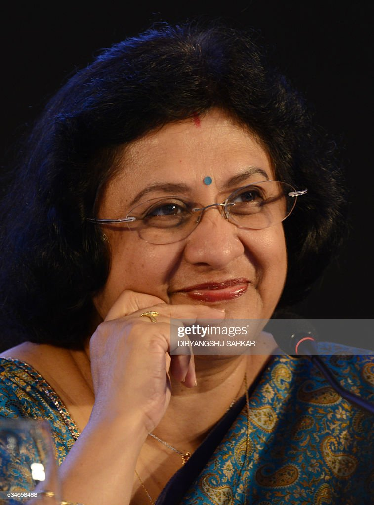 Arundhati Bhattacharya, the chairman of the State Bank of India, the largest public sector bank in India, attends a press conference on the bank's financial results for the last financial year, in Kolkata on May 27, 2016. / AFP / Dibyangshu SARKAR