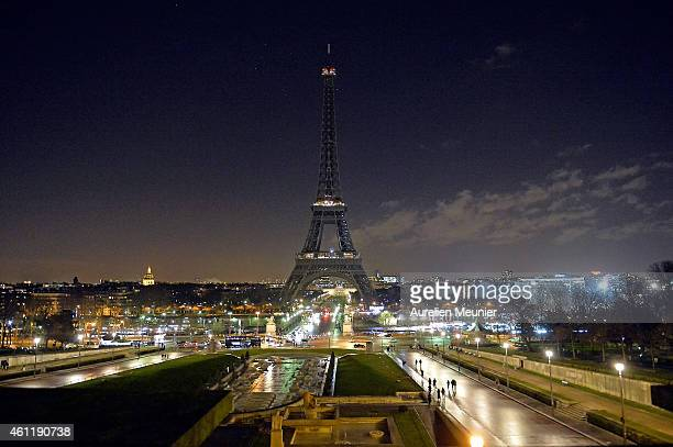 As a tribute for the victims of yesterday's terrorist attack the lights of the Eiffel Tower were turned off for five minutes at 8pm local time on...