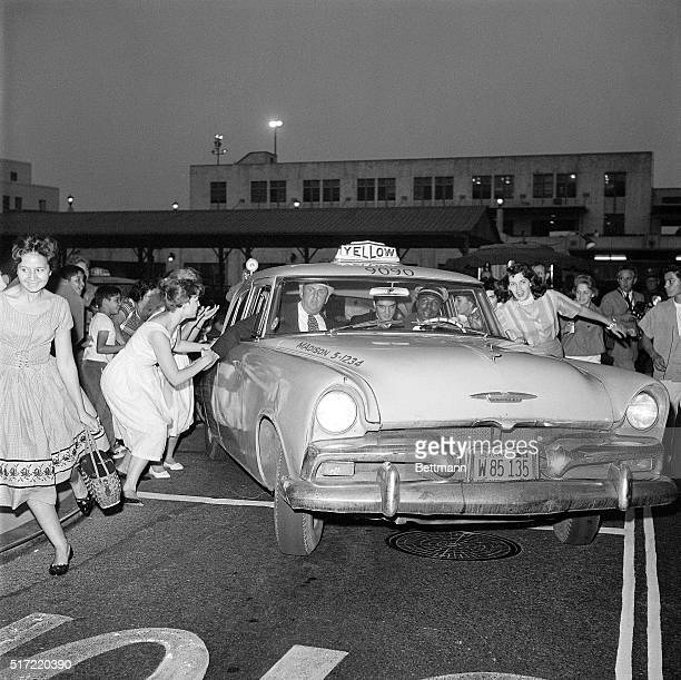 As his cab is mobbed by teenagers returning veteran Elvis Presley plays it cool as he arrives in Los Angeles to start work on a movie at Paramount...
