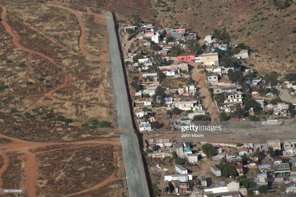 Aerial Views Of US Mexico Border Photos And Images Getty Images - Aerial maps over mexican us border