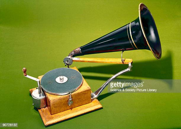 As the first gramophone with a reliable clockwork motor and speed governor the Gramophone Company's No 5 machine set the pattern for future acoustic...