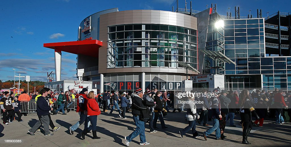 As the gates open two hours before kickoff, fans start to stream into Gillette Stadium. The New England Patriots hosted the Pittsburgh Steelers in an NFL regular season game at Gillette Stadium, Nov. 3, 2013.